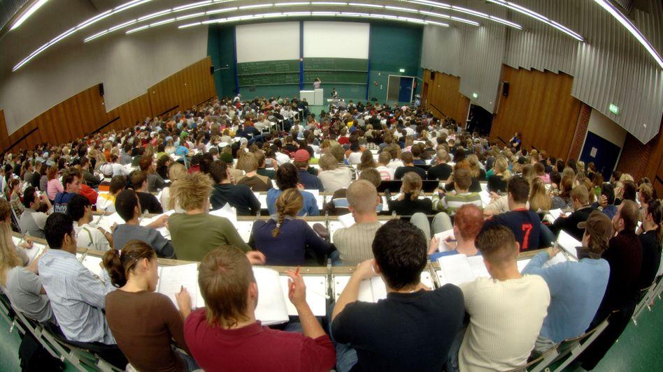 Mathe-Vorlesung in Köln (Archivbild): Vier von fünf Studenten schmeißen hin