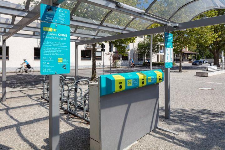 Die Ladestation soll über bereitgestellte Adapter 95 Prozent der Fahrradmarken mit Strom versorgen können.
