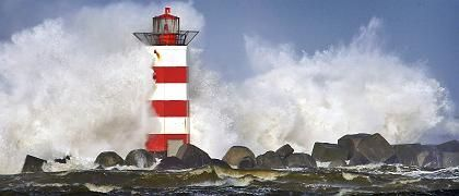 """Auch an der niederländischen Küste bei Ijmuiden tobte """"Emma"""""""