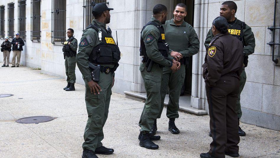 Polizisten vor dem Gericht in Baltimore: Prozess geplatzt