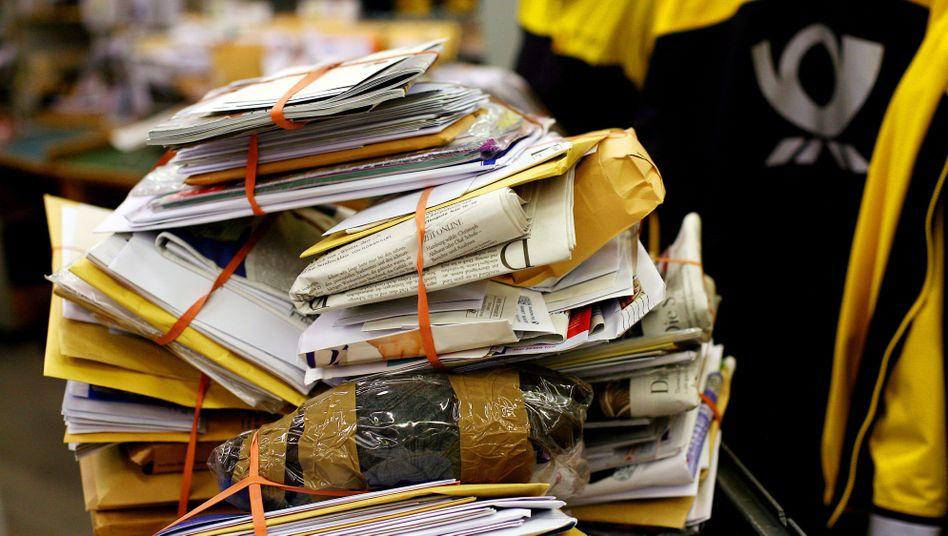 Briefe in einem Verteilzentrum: Verheerendes Zeugnis für Postagenturen