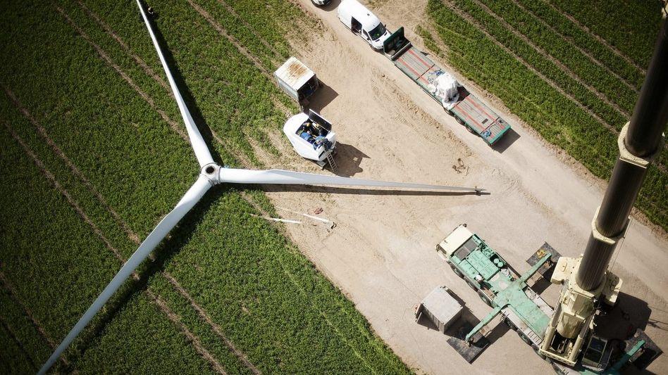 Montage eines Windrads in Mecklenburg-Vorpommern