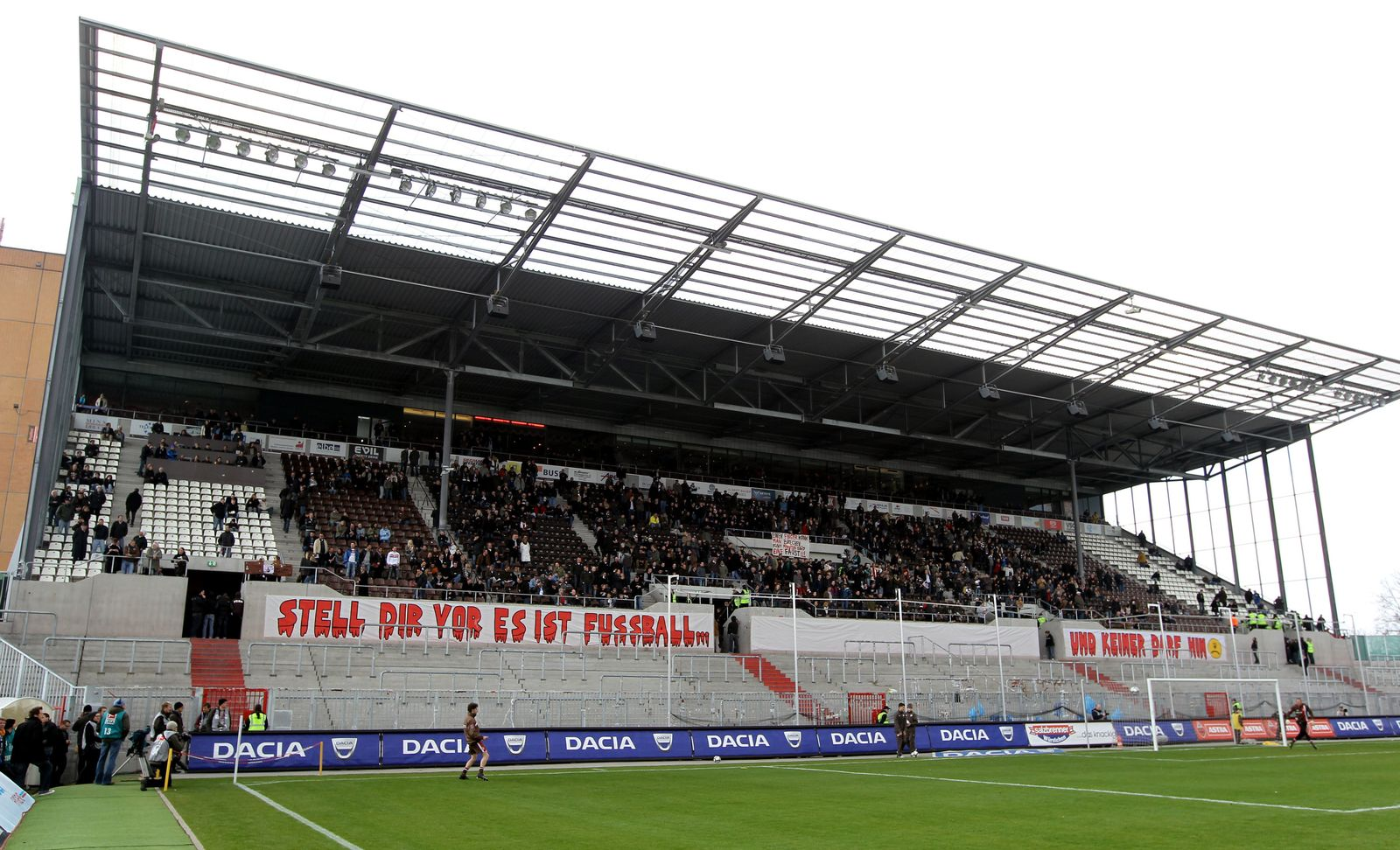 FC St. Pauli - Hansa Rostock leere Südtribüne