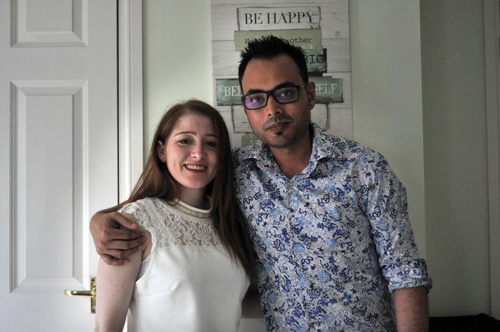 Vanessa Macia und Samiul Ali in ihrer Wohnung in London