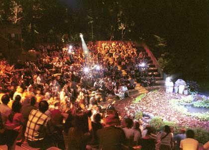 """Dschungelshow im Dämmerlicht: Die """"Creatures of the night""""-Vorführung steigt im Nachtzoo von Singapur"""