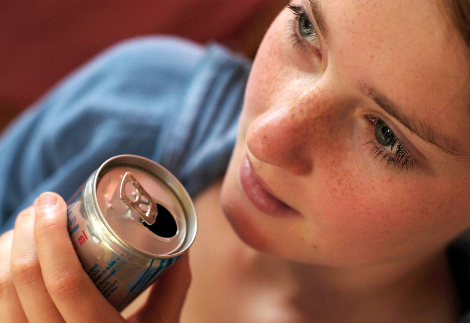 Thema Dosenpfand Getraenke Trinken Bonn 13 06 2003 MODEL RELEASE vorhanden MODEL RELEASED