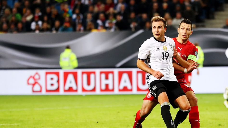 Mario Götze (l.)
