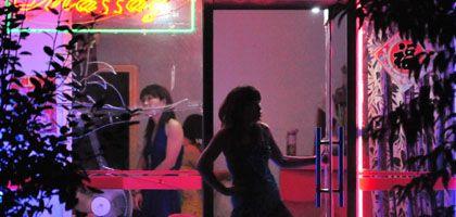 """Kundenfang in Peking: """"Haarschnitt"""" oder """"Massage"""" als Euphemismus für Prostitution"""
