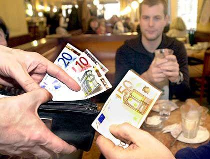 Knickerige Deutsche: Euro-Einführung und Wirtschaftflaute lassen die Trinkgelder nicht üppiger werden