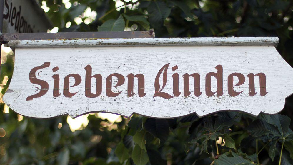 Ökodorf Sieben Linden: Bauwagen und Häuser aus Strohballen