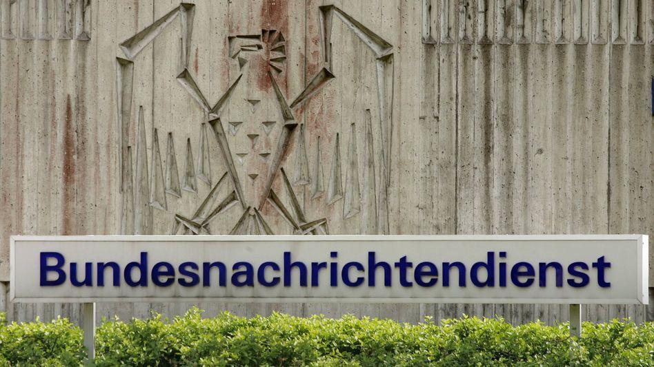 BND-Zentrale in Pullach (Archivbild): Sofortiger Zugriff auf Facebook und Twitter?