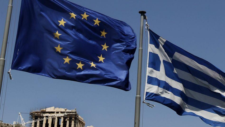"""Flaggen vor Akropolis in Athen: """"International steht viel auf dem Spiel"""""""