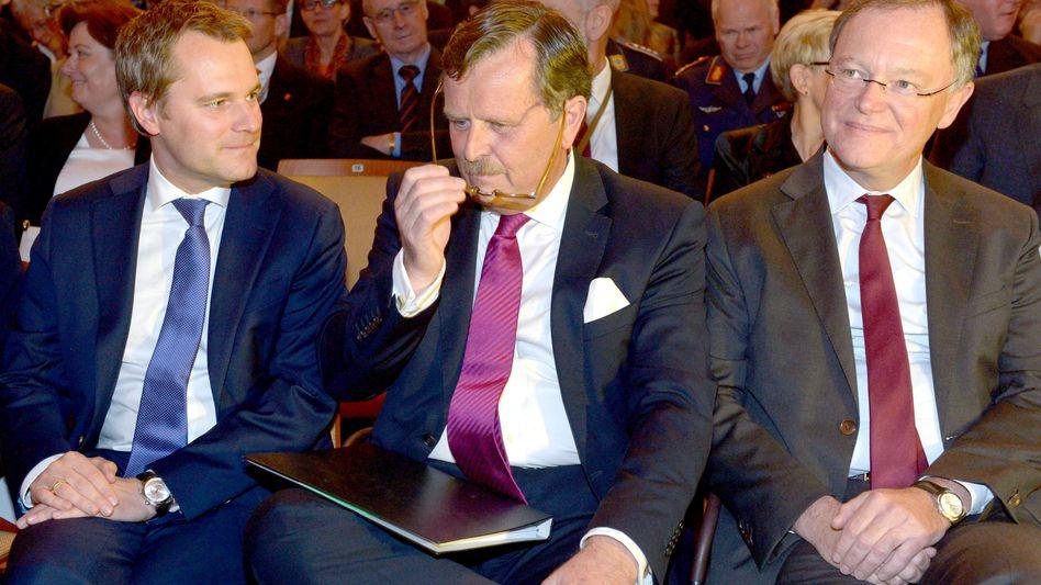 Beim Ärztetag in Hannover: Gesundheitsminister Daniel Bahr (FDP), Ärztepräsident Frank Ulrich Montgomery und Niedersachens Ministerpräsident Stephan Weil (SPD)