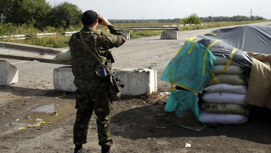 Ukrainischer Soldat in Grenzregion zu Russland: Mauern gegen den Feind