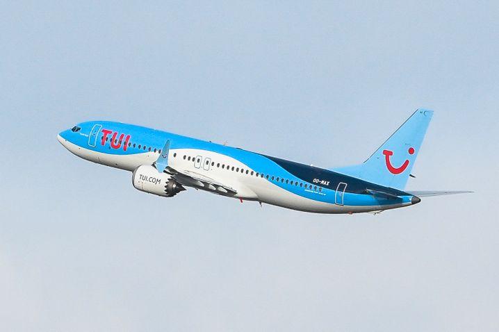 Maschine vom Typ Boeing 737 Max nach dem Start in Brüssel: erster kommerzieller Flug in Europa nach dem Startverbot