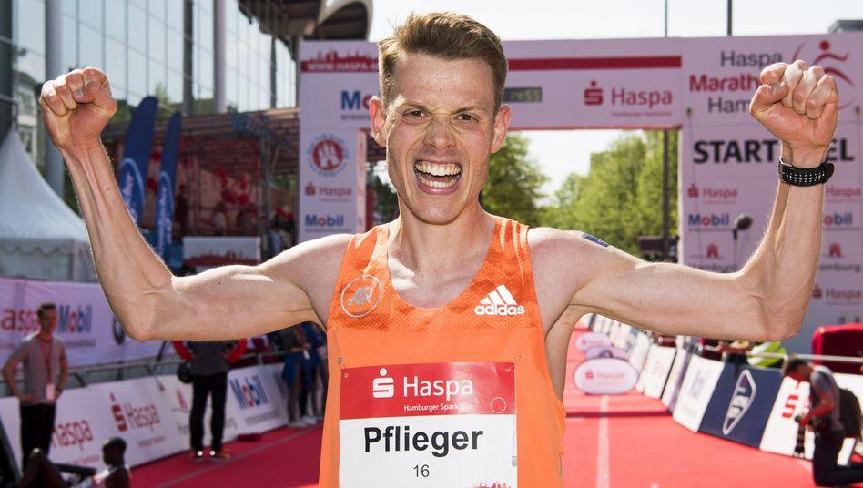 Philipp Pflieger beim Hamburg-Marathon 2018 - seine Zeit: 2:13:39 Stunden