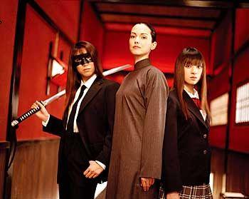 Mörderisch: O-Ren Ishiis Assistentinnen Sofie Fatale (Julia Dreyfuß, M.) und Go Go (Chiaki Kuriyama, r.)