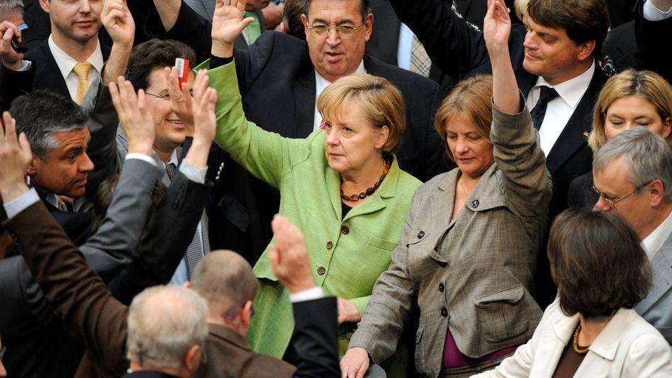 Rettungsschirm: Schwarz-Gelb drückt Euro-Notpaket durch den Bundestag