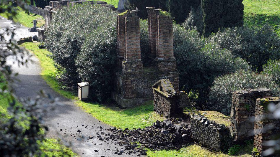 Umgestürzte Mauern (März 2014): Neuer Erdrutsch in der Ruinenstadt