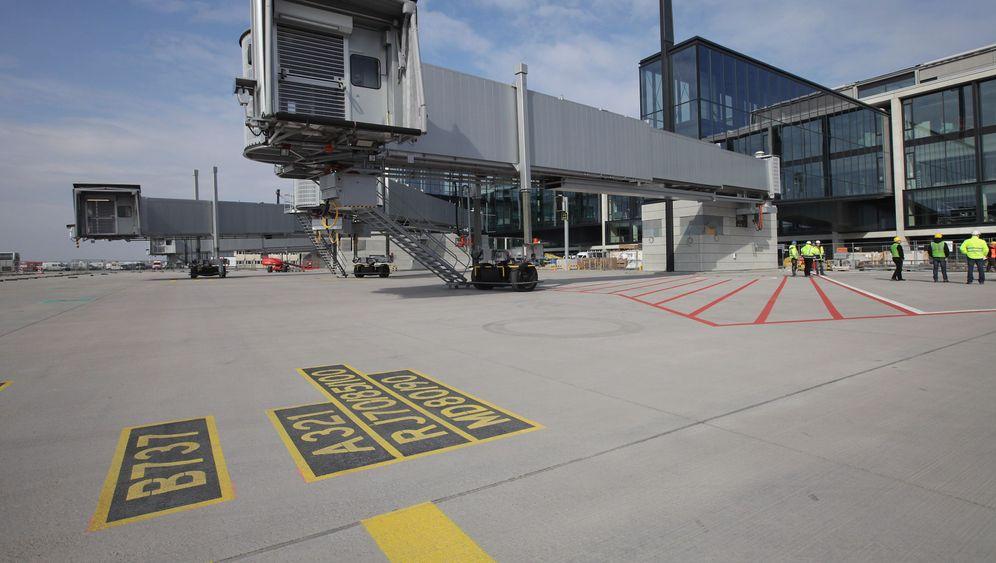 Flughafen Berlin Brandenburg: Mehr Check-in-Schalter für BER