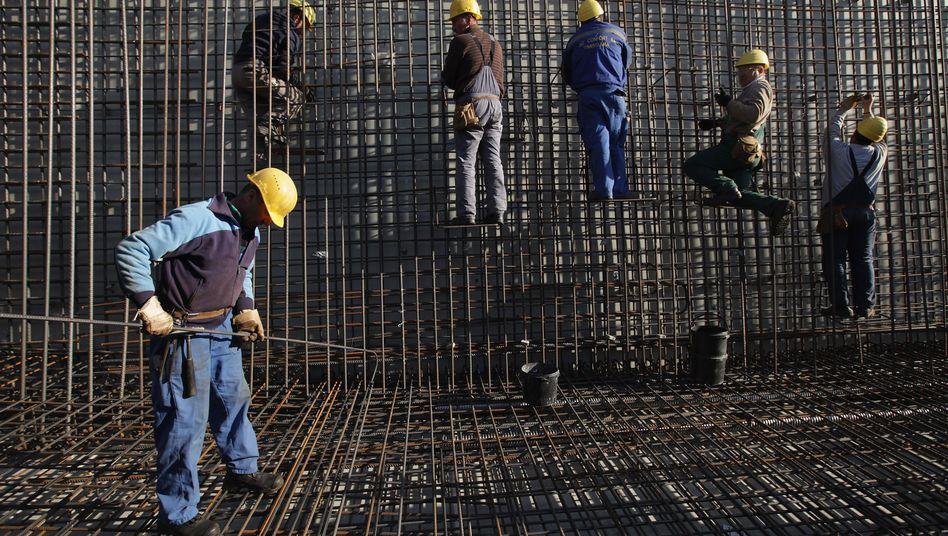 Bauarbeiten: Auch Verdienste über 800 Euro reichen oft nicht mehr