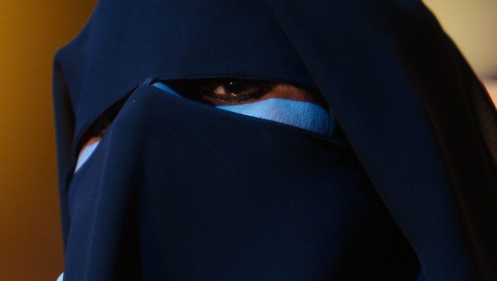 Verse Behind The Veil Saudi Woman Challenges Religious