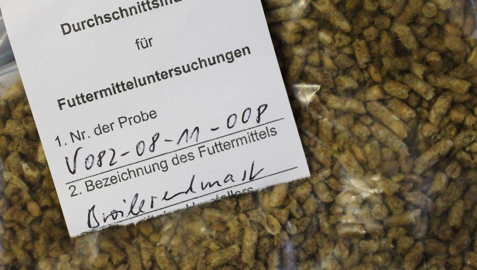 Dioxin-Skandal: Hersteller lieferte 3000 Tonnen verseuchtes Futterfett aus