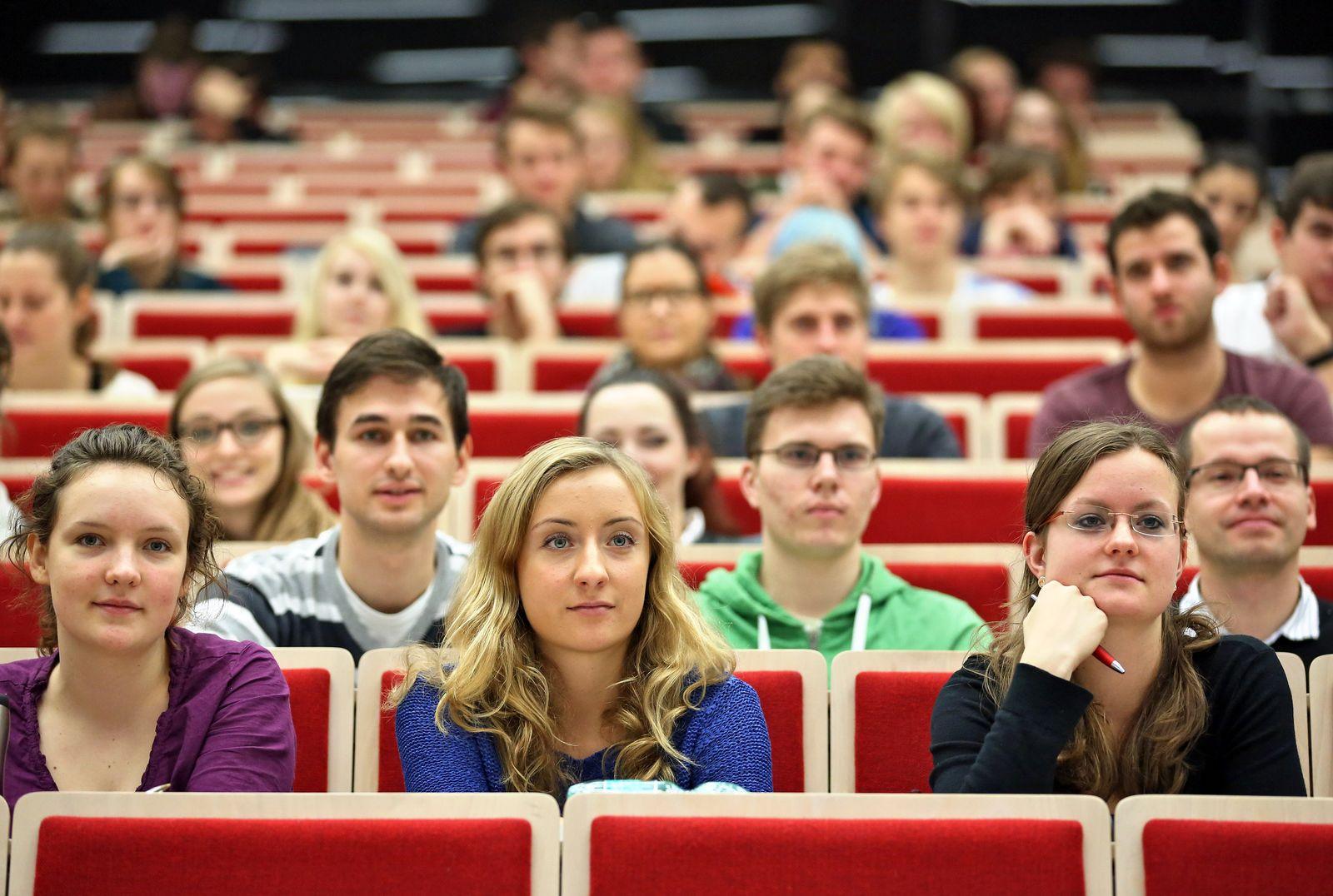 Hörsaal / Studienbeginn / Studenten / Vorlesung