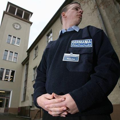 Wachmann an einer Berliner Schule: Mindestlohn von vier bis fünf Euro?