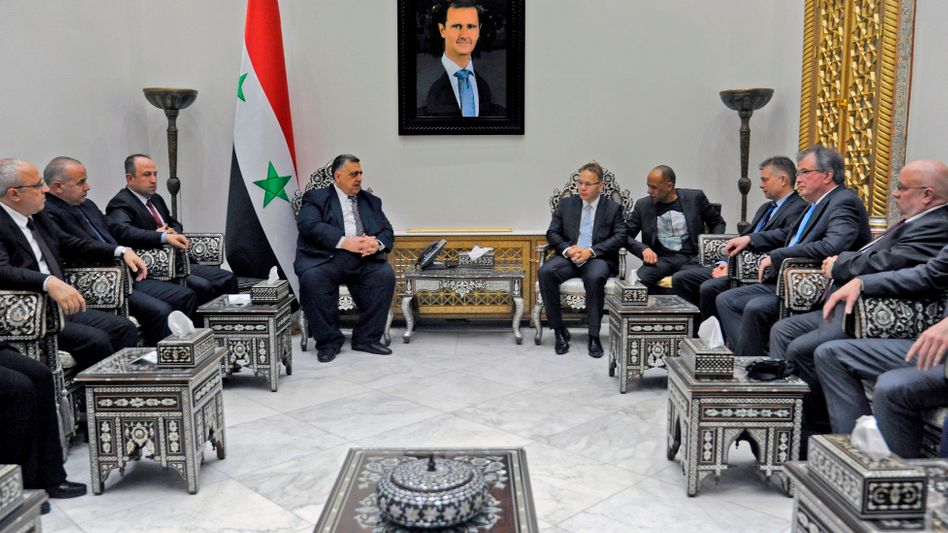 AfD-Abgeordnete aus Nordrhein-Westfalen bei einem Treffen mit dem Sprecher des syrischen Parlaments