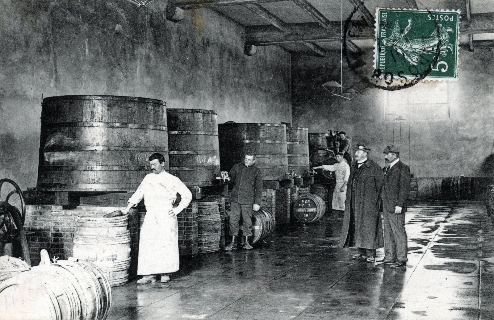 Vendanges de Champagne la livraison du vin nouveau Champagne harvest the wine Nouveau delivery