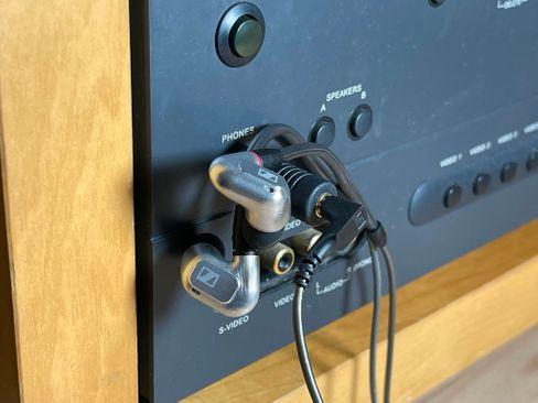 Mit einem Adapter passt der IE 900 auch in einen 6,3-mm-Kopfhöreranschluss