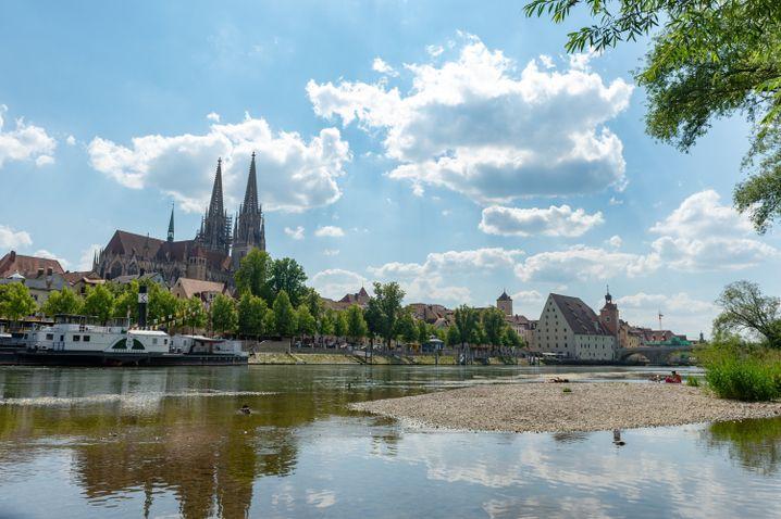 Niedriger Wasserstand der Donau bei Regensburg