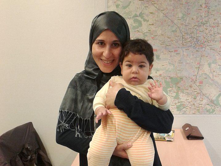 Asra Salihih mit ihrem Baby
