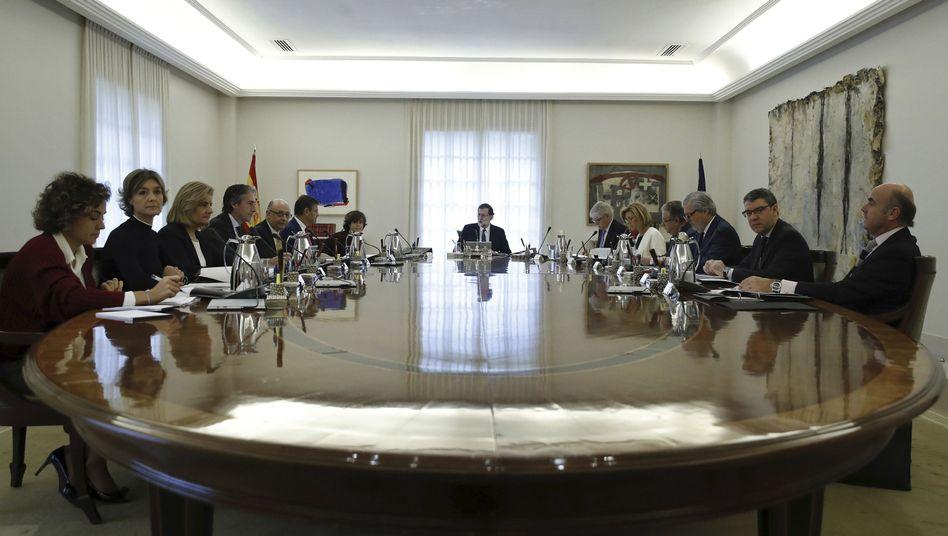 Streit über Unabhängigkeit: Madrid leitet Entmachtung der katalanischen Regierung ein