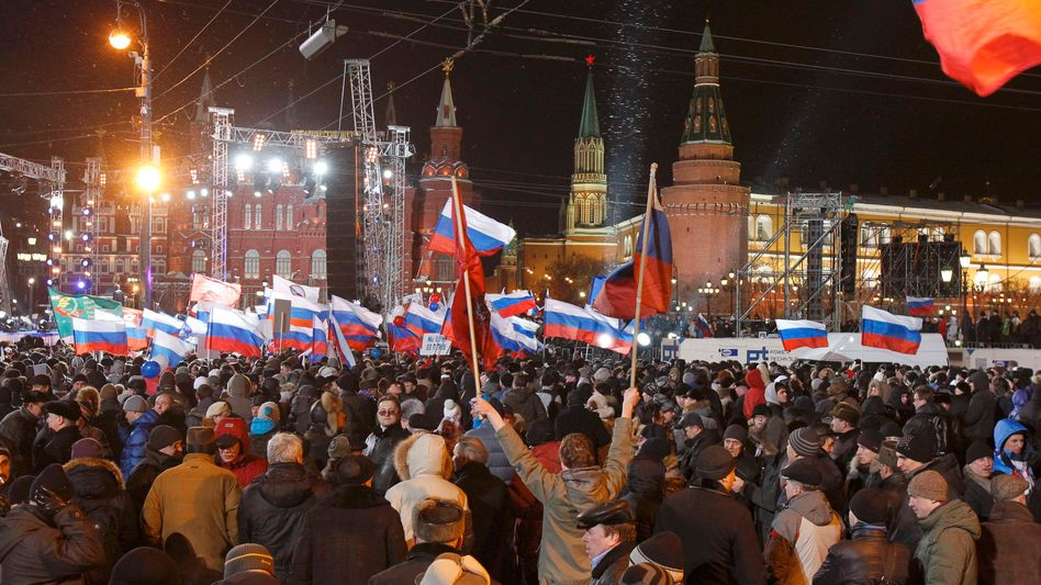 Crowds bussed in from the countryside reportedly gathered near the Kremlin on Sunday to support Vladimir Putin.