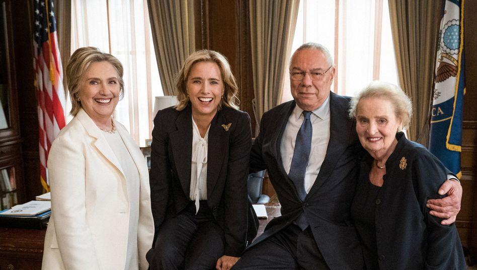 Hillary Clinton, Téa Leoni, Colin Powell und Madeleine Albright