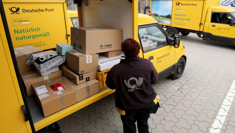 Kleintransporter der Deutschen Post