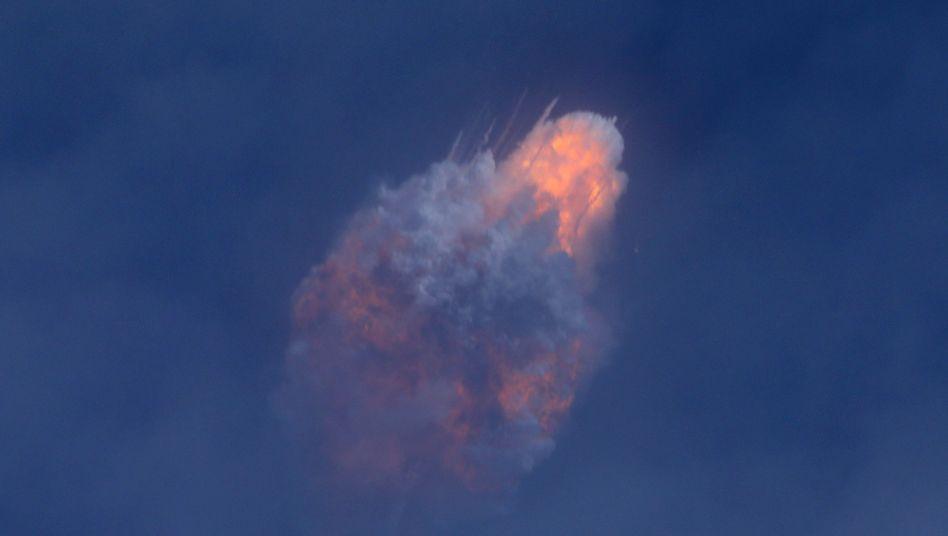 Geplante Selbstzerstörung: Rakete von SpaceX bei der Sprengung über dem Atlantik