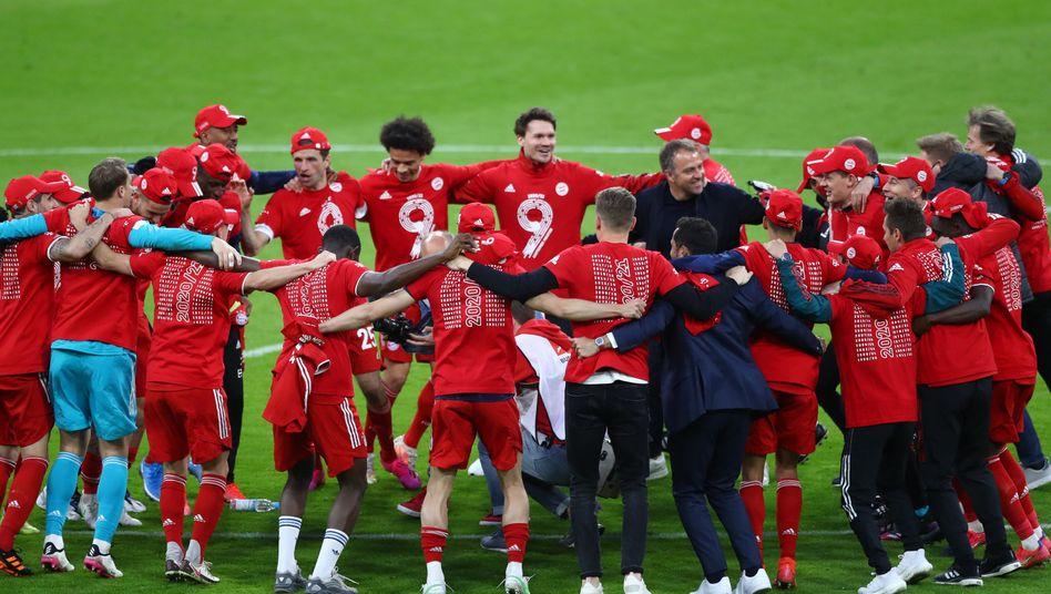 Jubelnde Bayern-Spieler nach dem neunten Titel in Folge