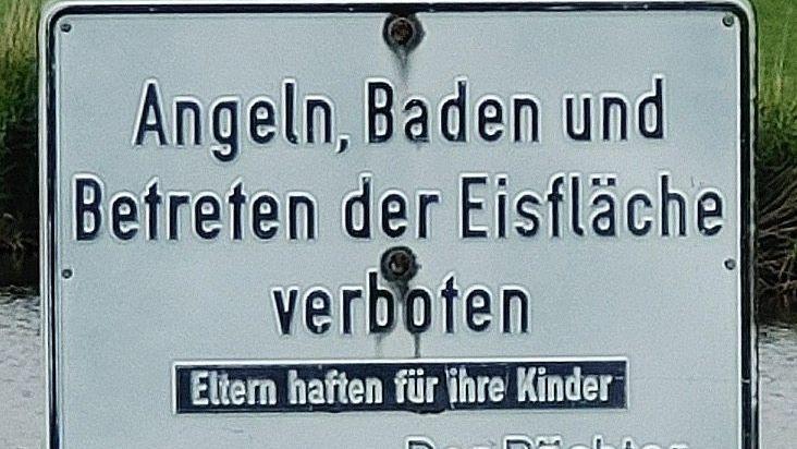 Ein Schild in der Nähe von RisumLindholm in Schleswig-Holstein