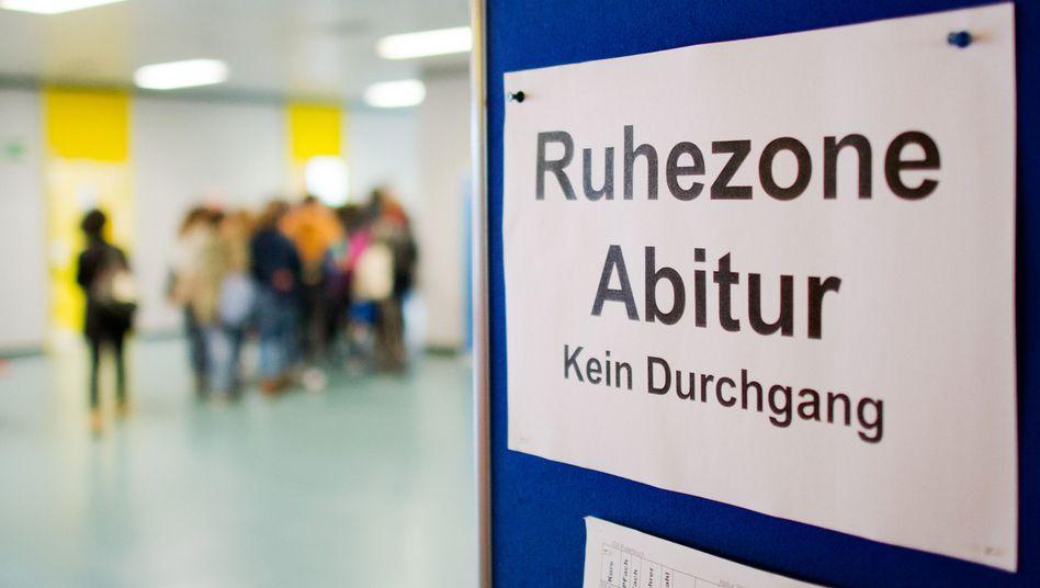 Abiturprüfung in Niedersachsen (Archiv): Eine halbe Note schlechter als in Thüringen
