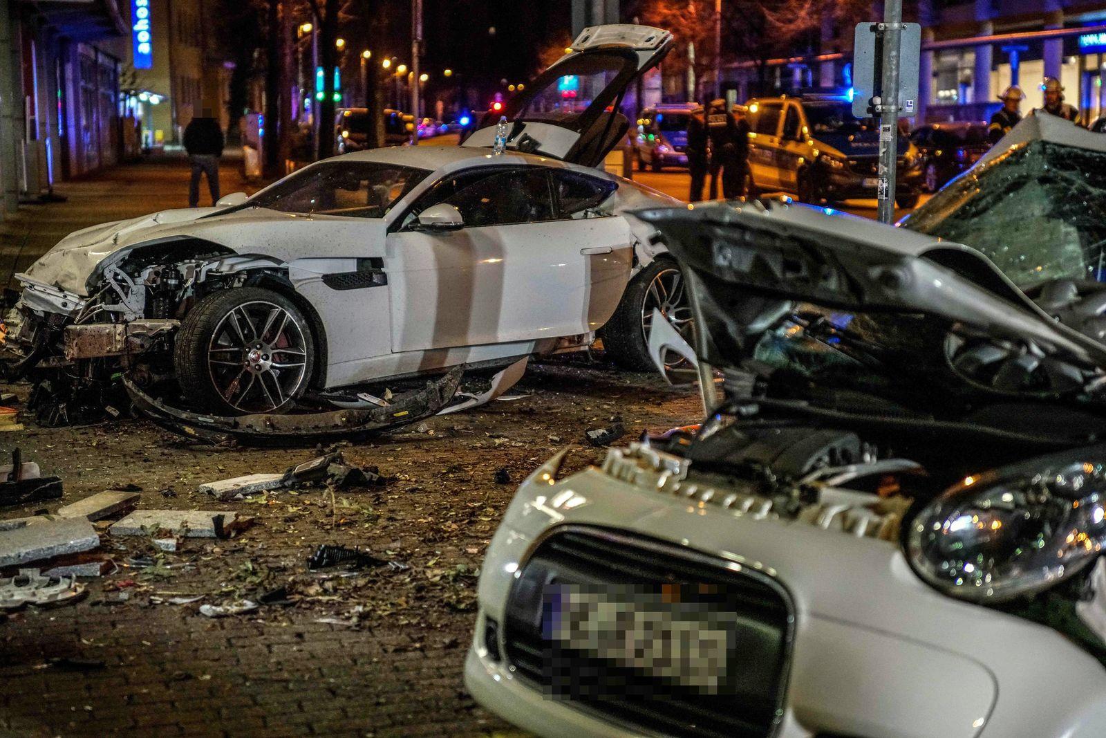 Stuttgart: Zwei Tote bei Zusammenprall von zwei Autos