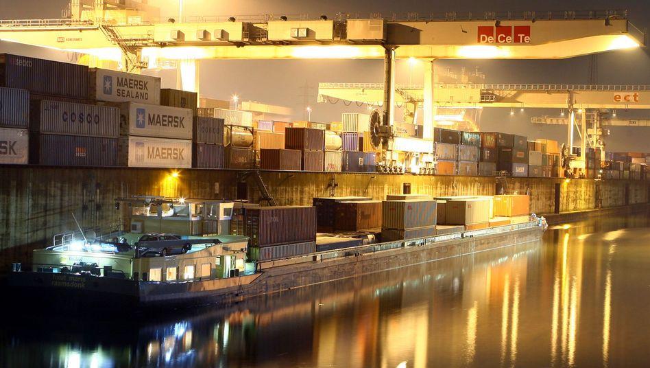 Container-Verladung im Hafen von Duisburg: NRW-Anteil an Gesamtexporten sinkt