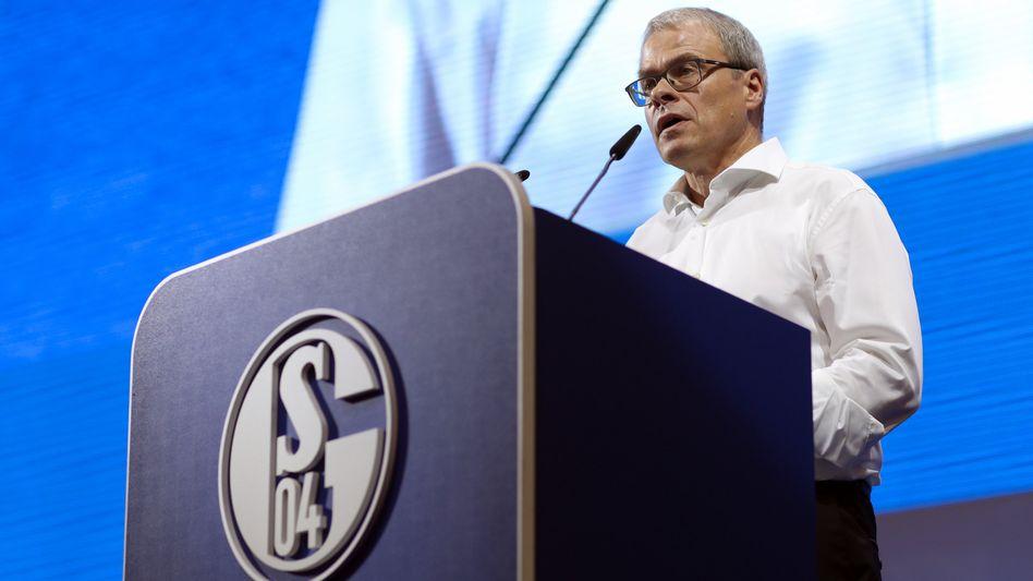 Musste schlechte Nachrichten verkünden: Schalkes Finanzvorstand Peter Peters