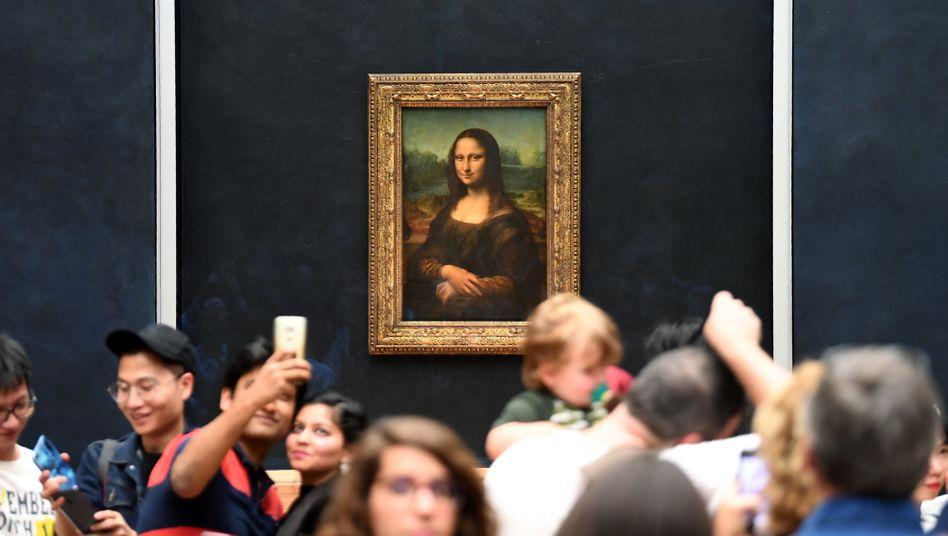 Dichtes Gedränge um die Mona Lisa