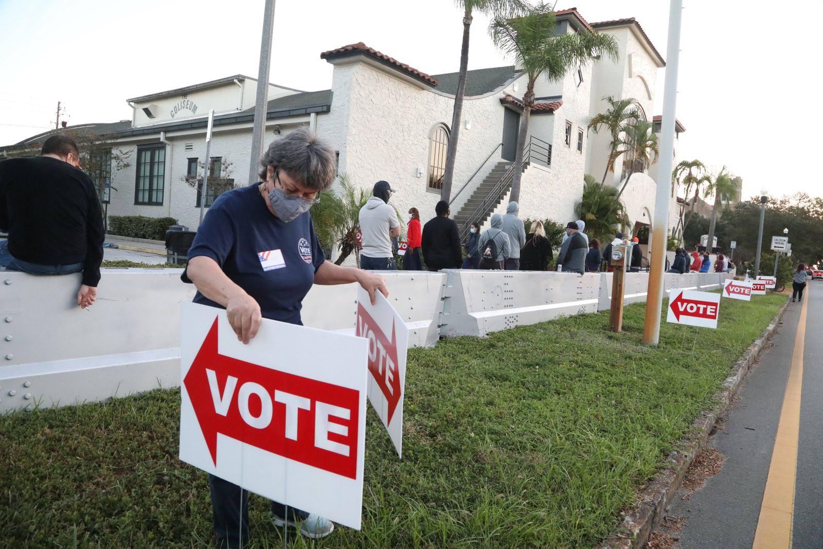 November 3, 2020, St. Petersburg, Florida, USA: Pinellas County Supervisor of Elections volunteer Jane Sherman, St. Pet