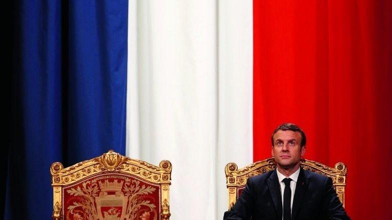 Präsident Macron beim Antrittsbesuch im Pariser Rathaus: Randfigur im Zentrum der Macht