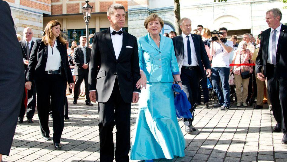 """Politikerin Merkel (CDU) mit Ehemann Joachim Sauer: Oper hat """"gut gefallen"""""""