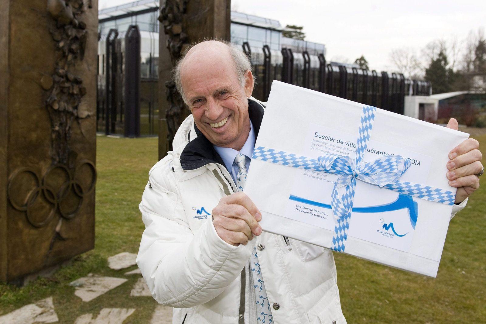 Bogner übergibt erstes Bewerbungsdokument